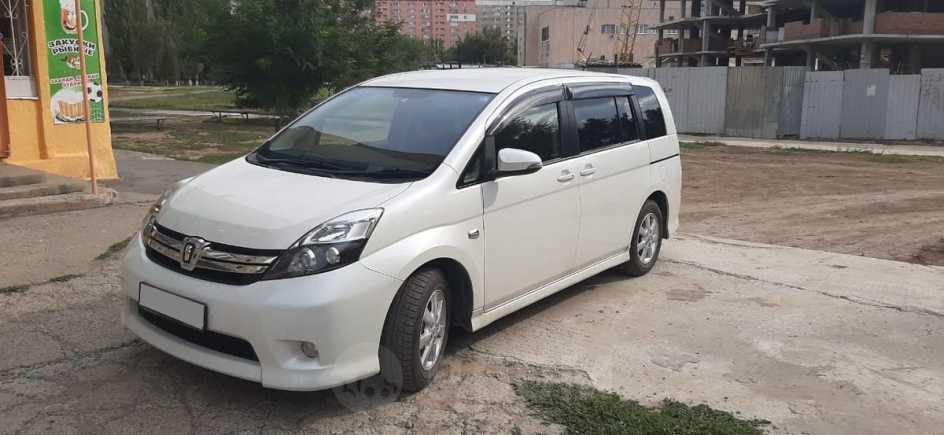 Toyota Isis, 2014 год, 900 000 руб.
