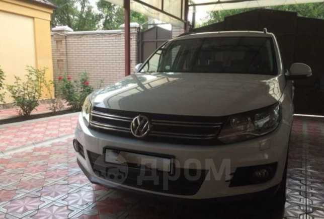 Volkswagen Tiguan, 2015 год, 995 000 руб.