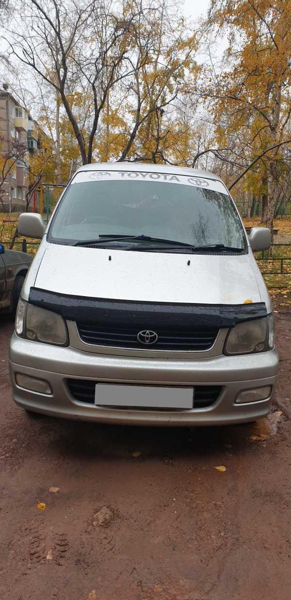 Toyota Town Ace Noah, 2001 год, 345 000 руб.