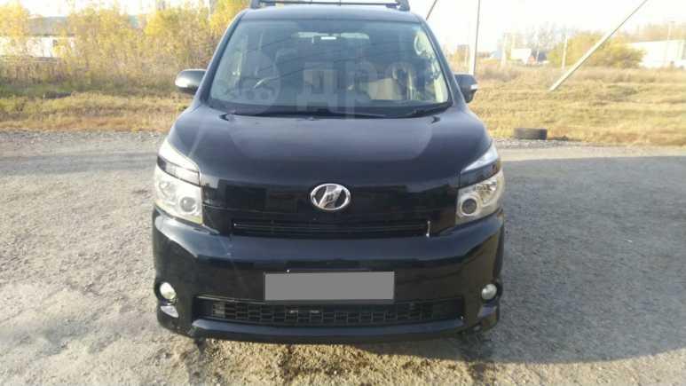 Toyota Voxy, 2008 год, 720 000 руб.