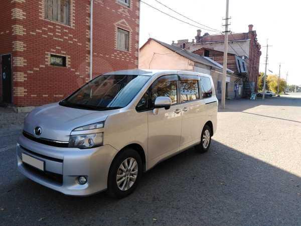 Toyota Voxy, 2012 год, 1 025 000 руб.