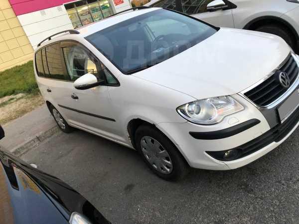 Volkswagen Touran, 2010 год, 420 000 руб.
