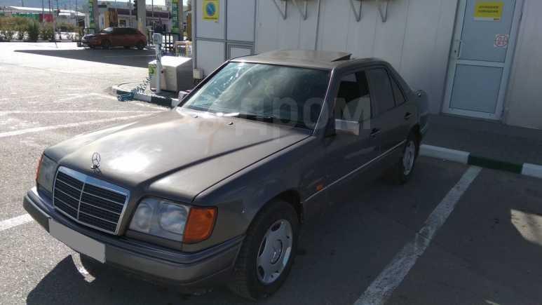 Mercedes-Benz E-Class, 1994 год, 220 000 руб.