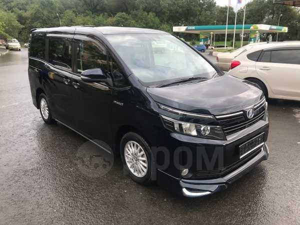 Toyota Voxy, 2014 год, 1 650 000 руб.