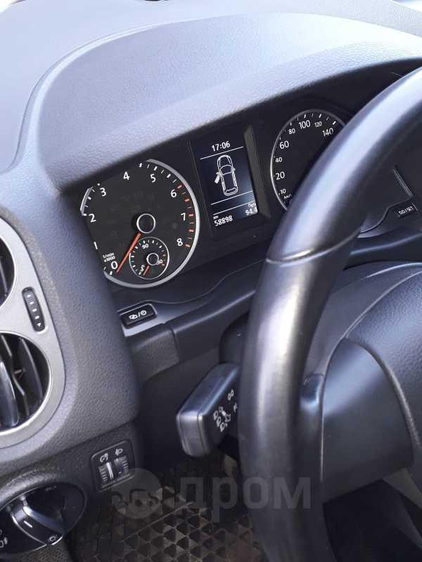 Volkswagen Tiguan, 2015 год, 900 000 руб.