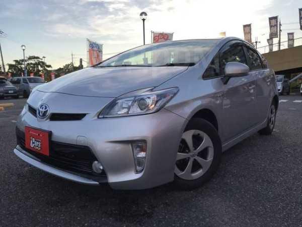 Toyota Prius, 2015 год, 780 000 руб.