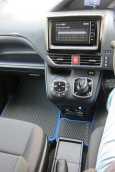 Toyota Voxy, 2014 год, 1 295 000 руб.
