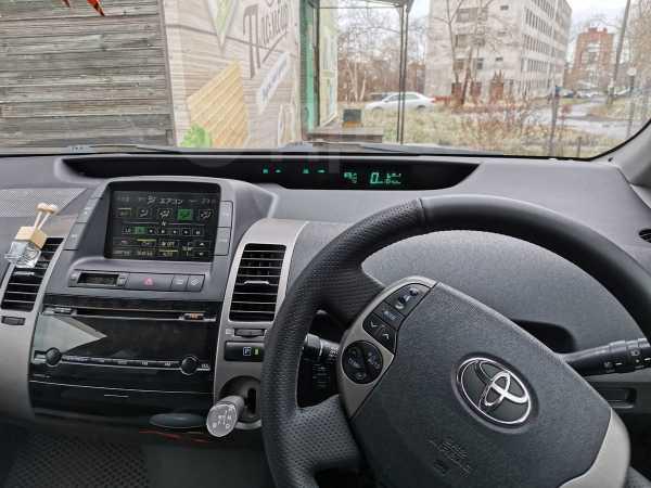 Toyota Prius, 2011 год, 630 000 руб.