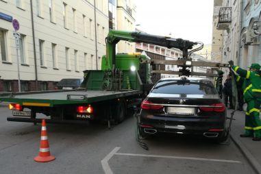 В Москве арестовали роскошную BMW за халявную парковку