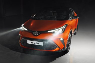 С обновлением Toyota C-HR лишилась «механики»: теперь кроссовер стоит от 1 828 000 рублей