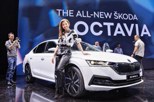 Новая Октавия: трехцилиндровый мотор, двухспицевый руль и отделка «под джинсы»