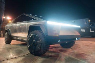 Первая поездка на Tesla Cybertruck. Репортаж из самого странного автомобиля-2019