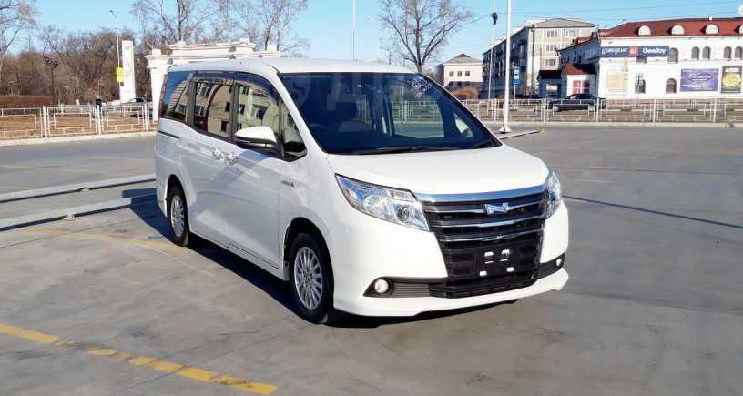Toyota Noah, 2016 год, 1 350 000 руб.