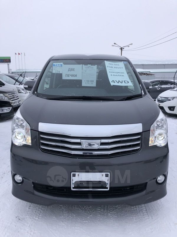 Toyota Noah, 2013 год, 1 198 000 руб.