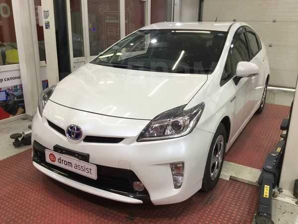Toyota Prius, 2015 год, 866 000 руб.