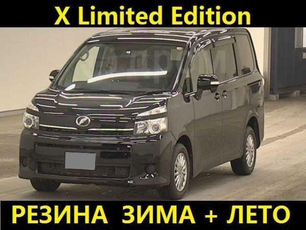 Toyota Voxy, 2012 год, 950 000 руб.