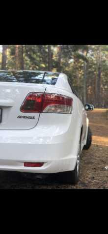 Кызыл Avensis 2010
