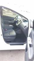 Toyota Prius v, 2012 год, 990 000 руб.