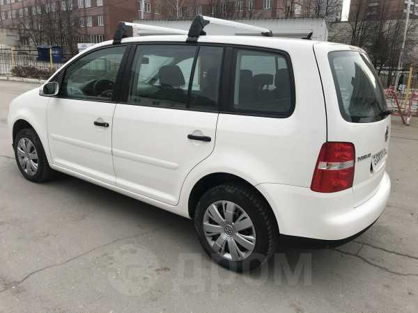 Volkswagen Touran, 2005 год, 450 000 руб.