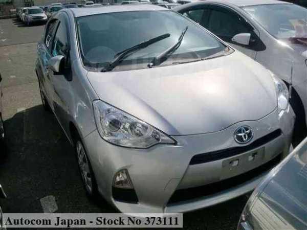 Toyota Aqua, 2013 год, 667 000 руб.