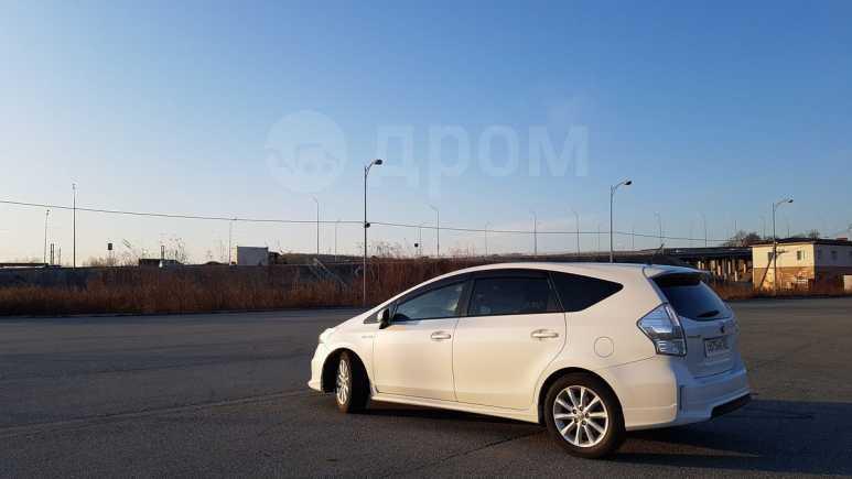 Toyota Prius a, 2011 год, 720 000 руб.
