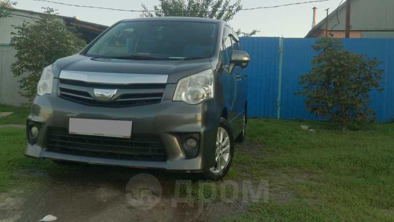 Toyota Noah, 2013 год, 950 000 руб.
