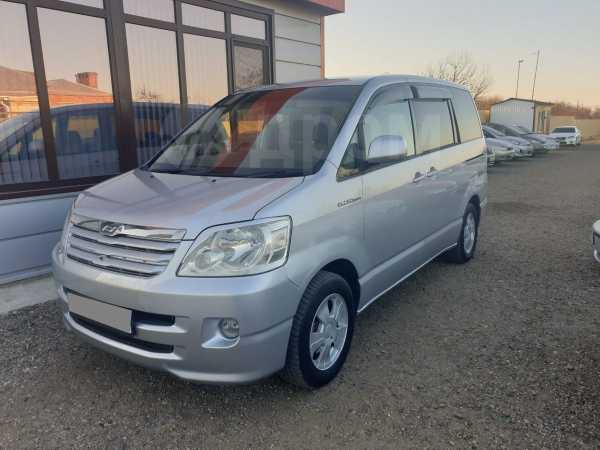 Toyota Noah, 2003 год, 525 000 руб.