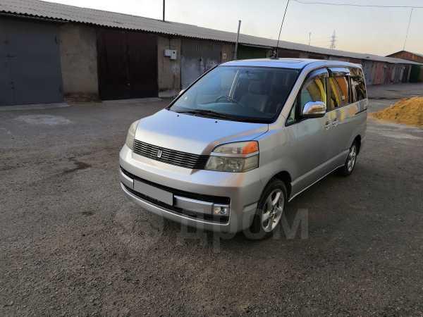 Toyota Voxy, 2003 год, 530 000 руб.