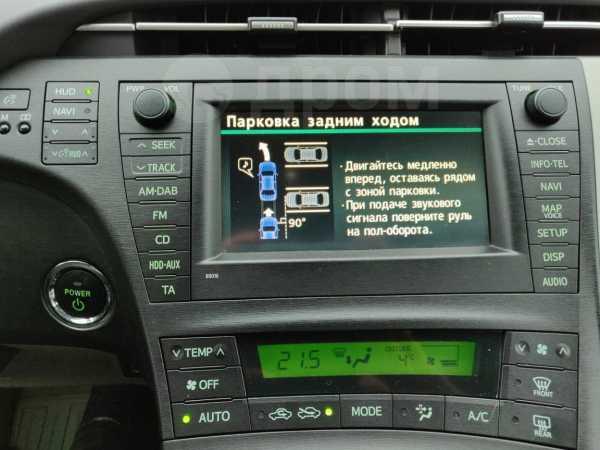Toyota Prius, 2011 год, 990 000 руб.