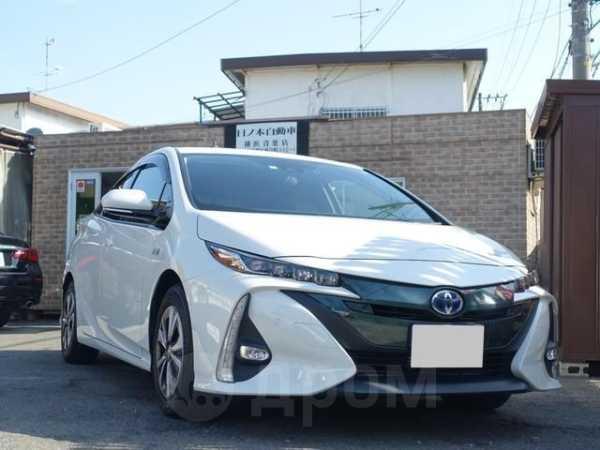 Toyota Prius PHV, 2017 год, 1 490 000 руб.