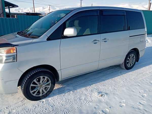 Toyota Voxy, 2003 год, 630 000 руб.