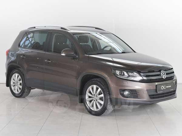Volkswagen Tiguan, 2015 год, 949 000 руб.