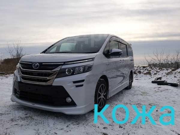 Toyota Voxy, 2017 год, 1 430 000 руб.