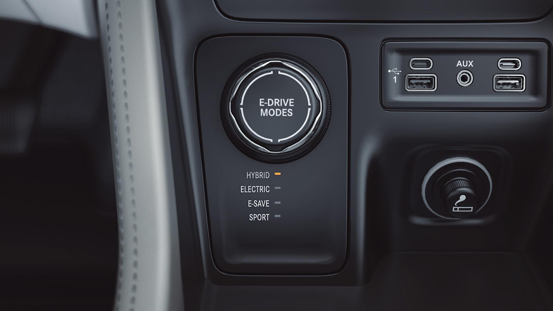 Jeep Grand Commander стал первым подключаемым гибридом компании, но его не будет в США