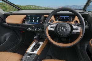 360-градусный обзор всех пяти версий салона Honda Fit нового поколения