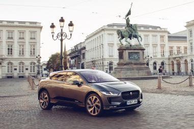 Британских дипломатов по всему миру пересадят на электромобили