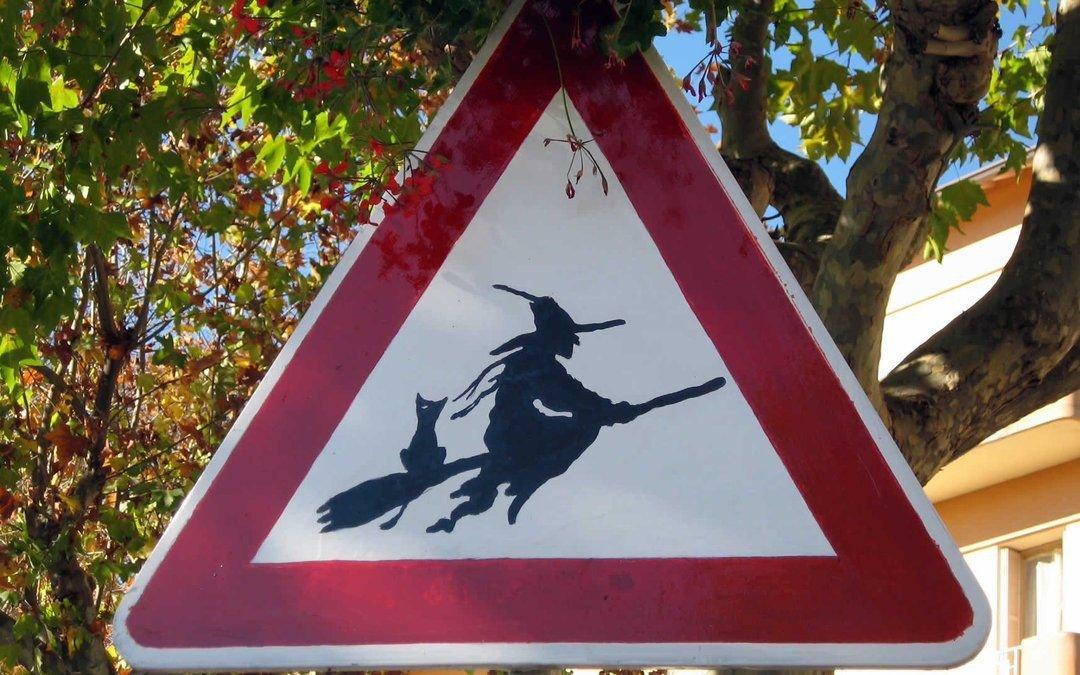 Необычные дорожные знаки в картинках
