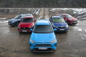 Toyota RAV4 против Kia Sportage, Mazda CX-5, Skoda Kodiaq и Subaru Forester. Прожиточный минимум