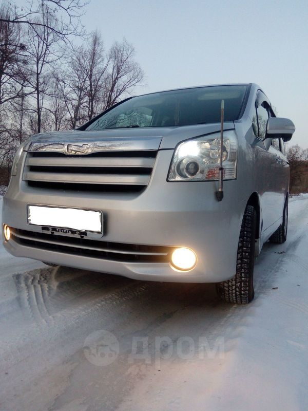 Toyota Noah, 2009 год, 725 000 руб.