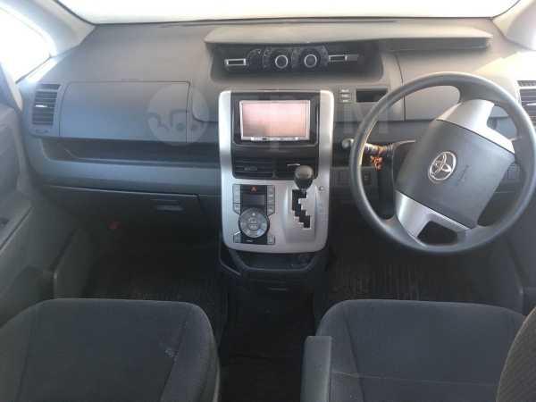 Toyota Voxy, 2008 год, 730 000 руб.