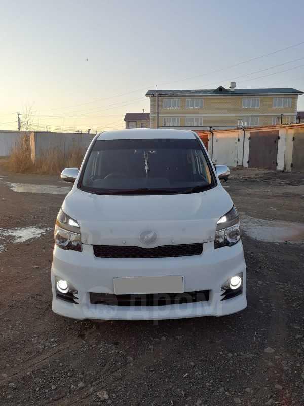 Toyota Voxy, 2011 год, 1 030 000 руб.