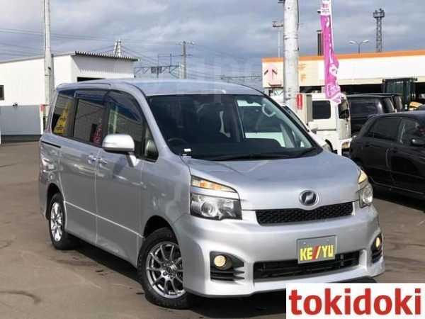 Toyota Voxy, 2013 год, 420 000 руб.