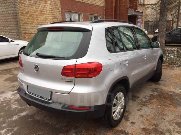 Volkswagen Tiguan, 2015 год, 890 000 руб.