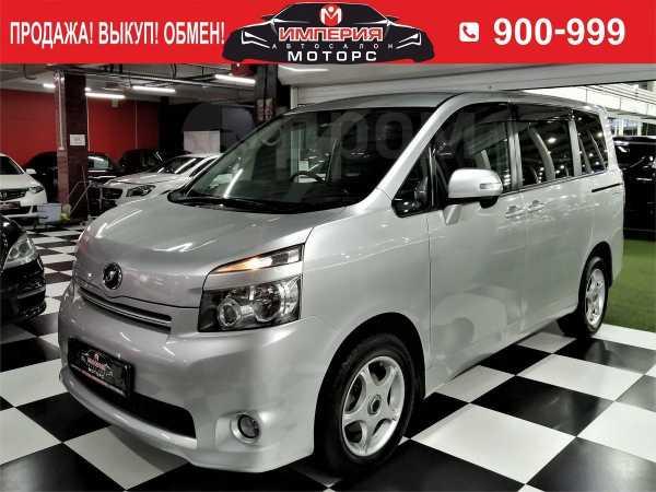 Toyota Voxy, 2009 год, 829 000 руб.