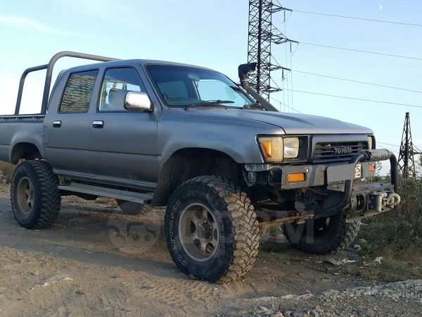 Toyota Hilux Pick Up, 1988 год, 400 000 руб.