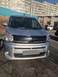 Toyota Voxy, 2011 год, 830 000 руб.