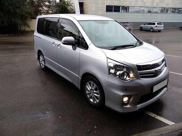 Toyota Noah, 2012 год, 1 080 000 руб.