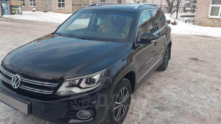 Volkswagen Tiguan, 2011 год, 870 000 руб.