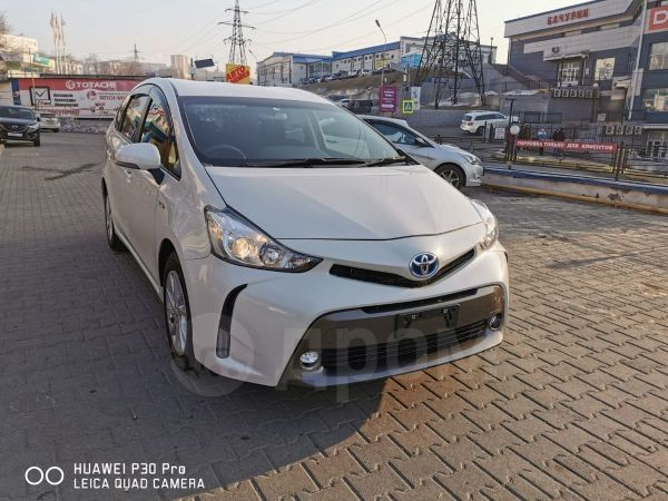 Toyota Prius a, 2015 год, 900 000 руб.