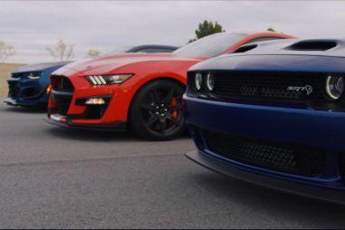 Автобаттл: Shelby GT500 против Chevrolet Camaro Zl1 1LE и Dodge Challenger Hellcat Redeye (ВИДЕО)